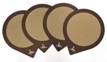แผ่นรองเค้ก ขนาด 3 ปอนด์  โดย ลิตเติ้ลโฮมเบเกอรี่ (1966)   ขนาดสำเร็จ 30.2768 x 30.2768 ซม. ด้านหน้าใช้กระดาษอาร์ตการ์ด 120 แกรม เคลือบฟู้ดเกรดสำหรับบรรจุอหาร ปะประกบ กระดาษจั่วปัง หนา 2 มม. ไดคัทตามแบบ
