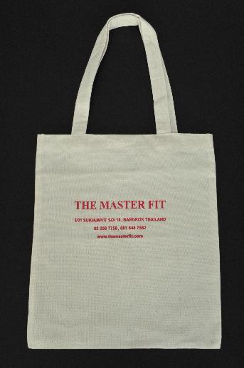 ถุงผ้าใส่ชุดสูท The Master Fit  ขนาดถุง กว้าง 13 x สูง 15 นิ้ว ผ้าดิบสีขาวนวล สกรีนโลโก้ สีแดง 2 ด้าน