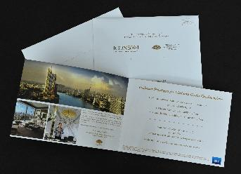 ไดเร็คเมล์ (Direct Mail)  Mandarin Oriental โดย แมกโนเลีย ไฟน์เนสท์ คอร์ปอเรชั่น ขนาดการ์ด  28 x 17.5 ซม. ขนาดซอง 28.6 x 17.9 ซม. ด้านหน้า ปั๊มฟอล์ยสีทอง Logo MO Spot UV กรอบสี่เหลี่ยม รูปภาพ 3 ภาพ ด้านหลัง ปั๊มฟอลย์สีทอง Logo MO และคำว่า Make the Legend Your Legacy