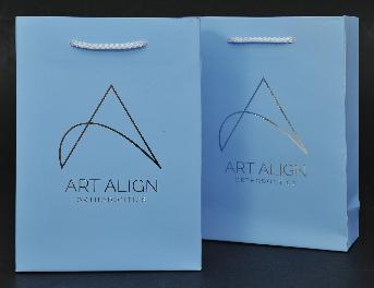 กระดาษอาร์ตการ์ด 230 แกรม พิมพ์ออฟเซ็ท 1 สี 1 หน้า (ตีพื้นสีฟ้า) เคลือบลามิเนตด้าน ปั้มฟอยล์โลโก้