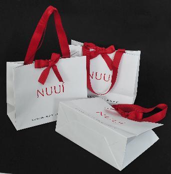ถุงกระดาษ Nuui World โดย Nuui World Co.,Ltd. ขนาดถุงสำเร็จ 24.7 x 19.8 x 9.9 ชม. กระดาษอาร์ตการ์ด 210 แกรม พิมพ์ออฟเซ็ท 2 สี 1 หน้า เคลือบด้าน