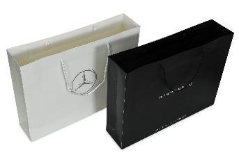 ขนาดถุงสำเร็จ 44.7 x 34 x 10.2 ซม. กระดาษอาร์ตการ์ด 210 แกรม พิมพ์ 1 สี 2 หน้า เคลือบลามิเนตด้าน เพื่อป้องกันความชื้น